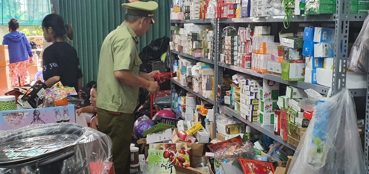 QLTT Hà Nội: tạm giữ hàng nghìn sản phẩm có dấu hiệu hàng lậu và giả mạo nhãn hiệu GUCCI và SENSODYNE.